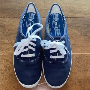 Keds sneakers color blue size 6 Like New!!